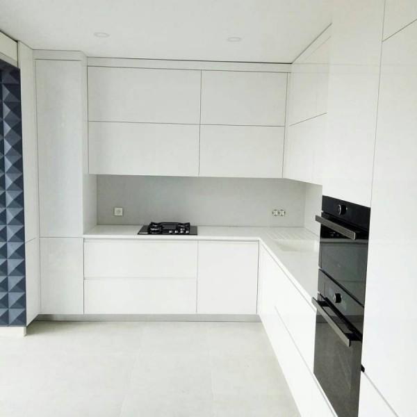 Кухня без ручек №13