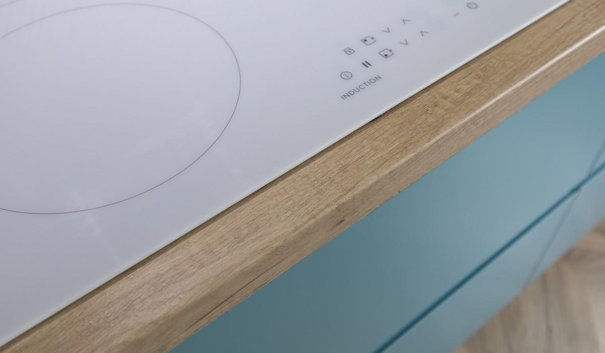 Угловая кухня без ручек в ЖК Мармелад