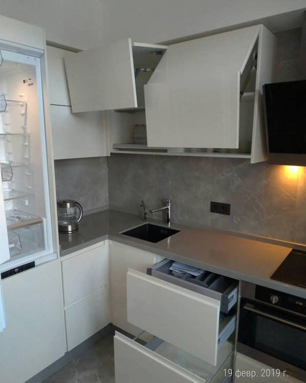 Кухня из крашеного МДФ №61