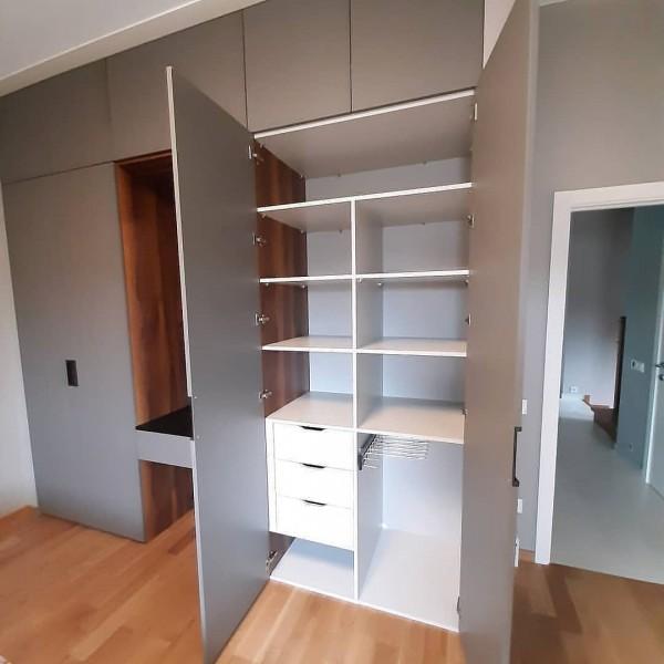 Распашной шкаф в спальню № 140