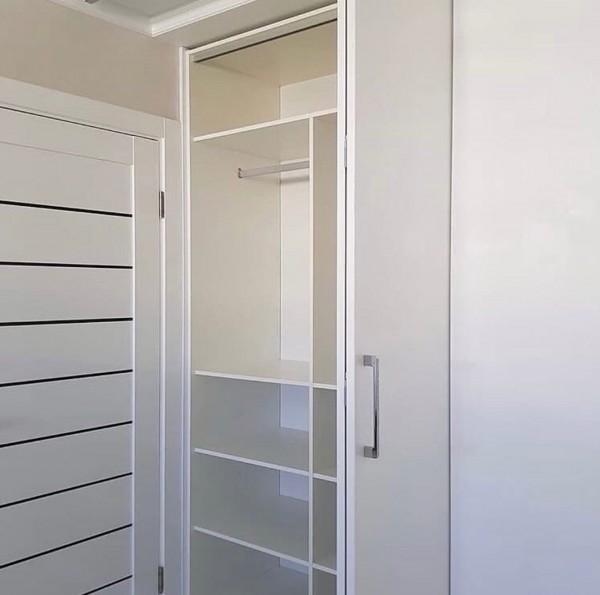 Распашной шкаф в гостиную № 145